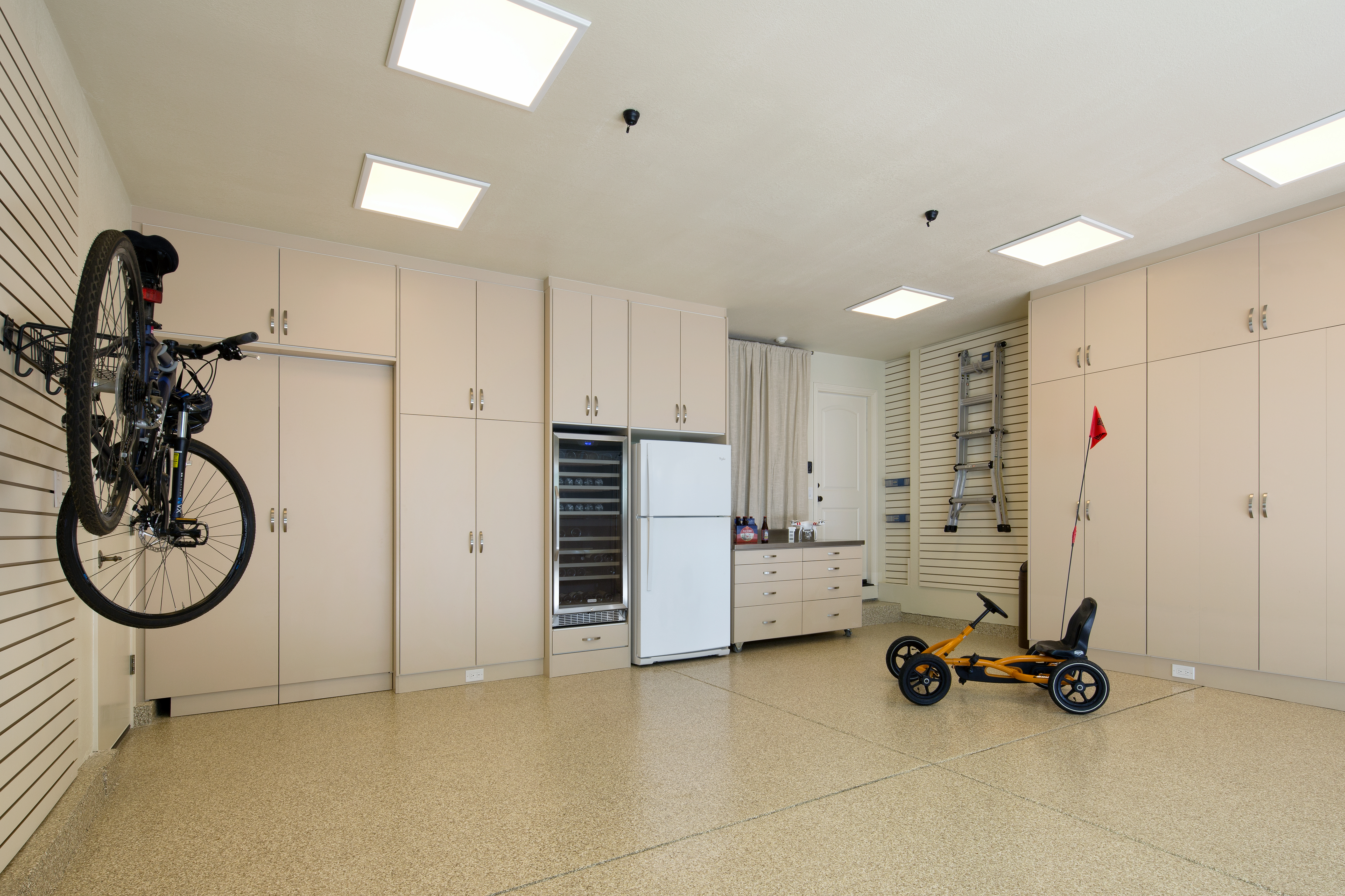 Custom Garage by Valet Custom Cabinets & Closets