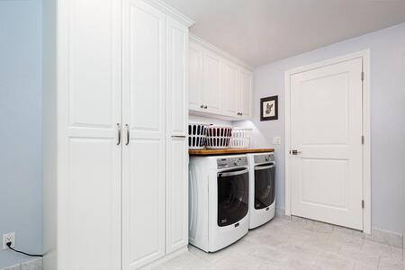 White_Melamine_-_Raised_Panel_Foil_Fronts_-_Laundry_2
