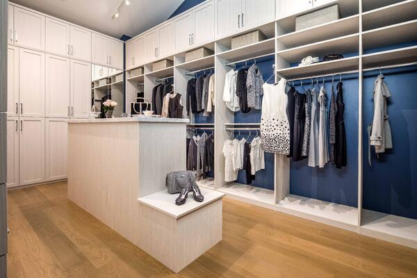 Valet Custom Cabinets & Closets - Bianco Textured TFL - Cascadia Fronts Rt View