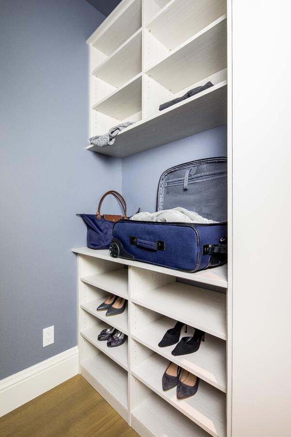 Valet Custom Cabinets & Closets - White TFL - guest Room
