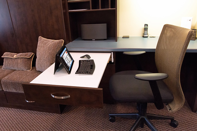pull_out_workstation_for_small_home_office.png