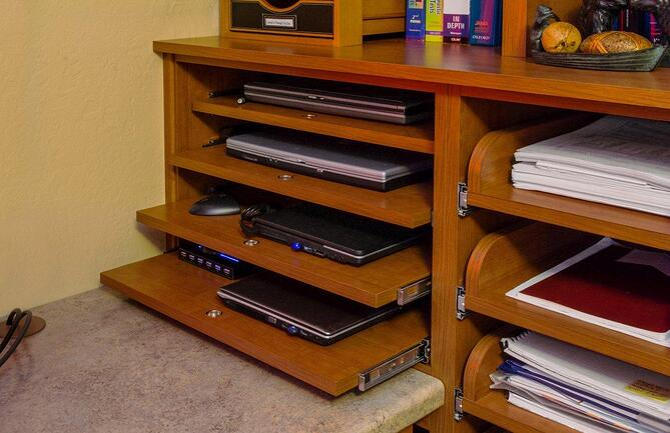 8D_Roll_Out_Shelves_-_Laptops.jpg