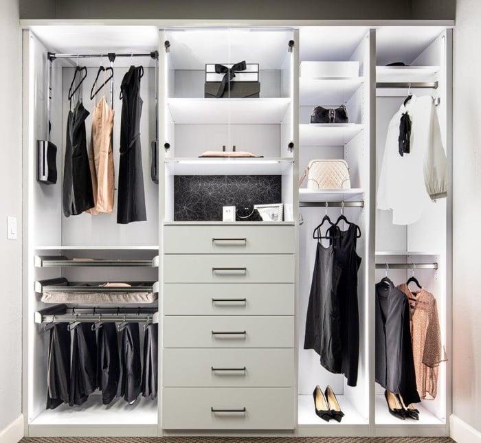 2019-11-20_Reach-In Closet_Glossy White (3)